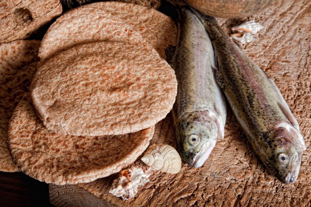 panes y peces